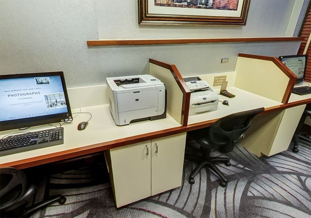 Business Center, DoubleTree by Hilton Chicago - Alsip