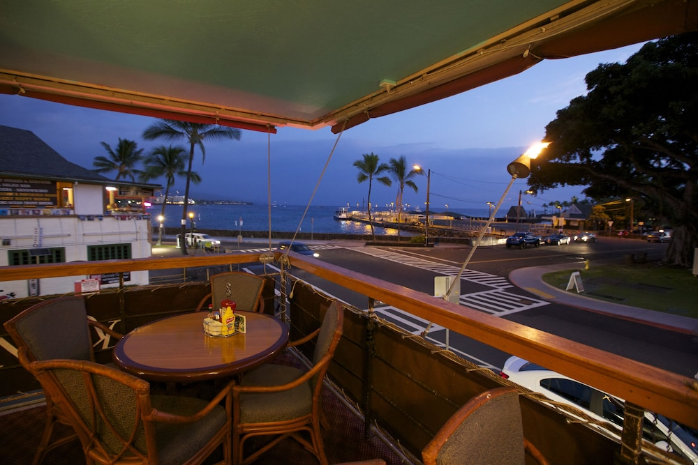 Outdoor Dining, Kona Seaside Hotel