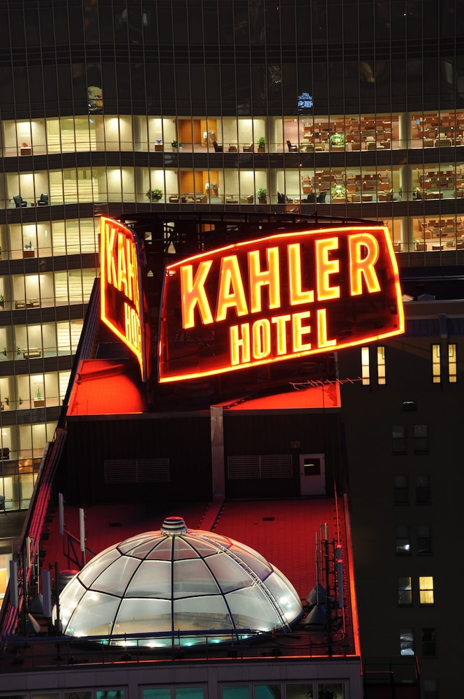 Front of Property - Evening/Night, Kahler Grand Hotel