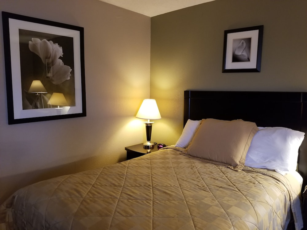 Howard Johnson By Wyndham Cleveland Airport  2019 Room