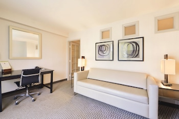 Junior Suite, 1 King Bed with Sofa bed - Guestroom