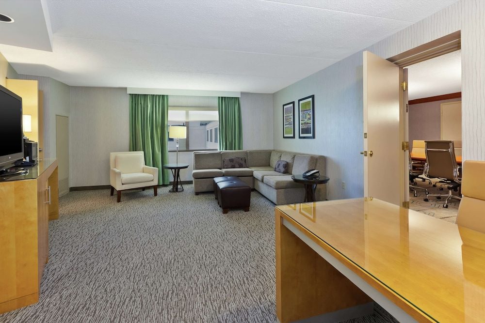 Living Area, Embassy Suites by Hilton Auburn Hills