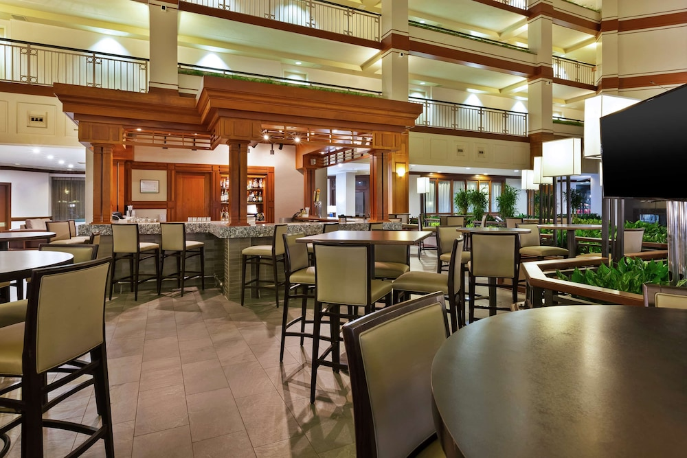 Bar, Embassy Suites by Hilton Auburn Hills