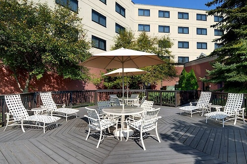 Terrace/Patio, Embassy Suites by Hilton Auburn Hills