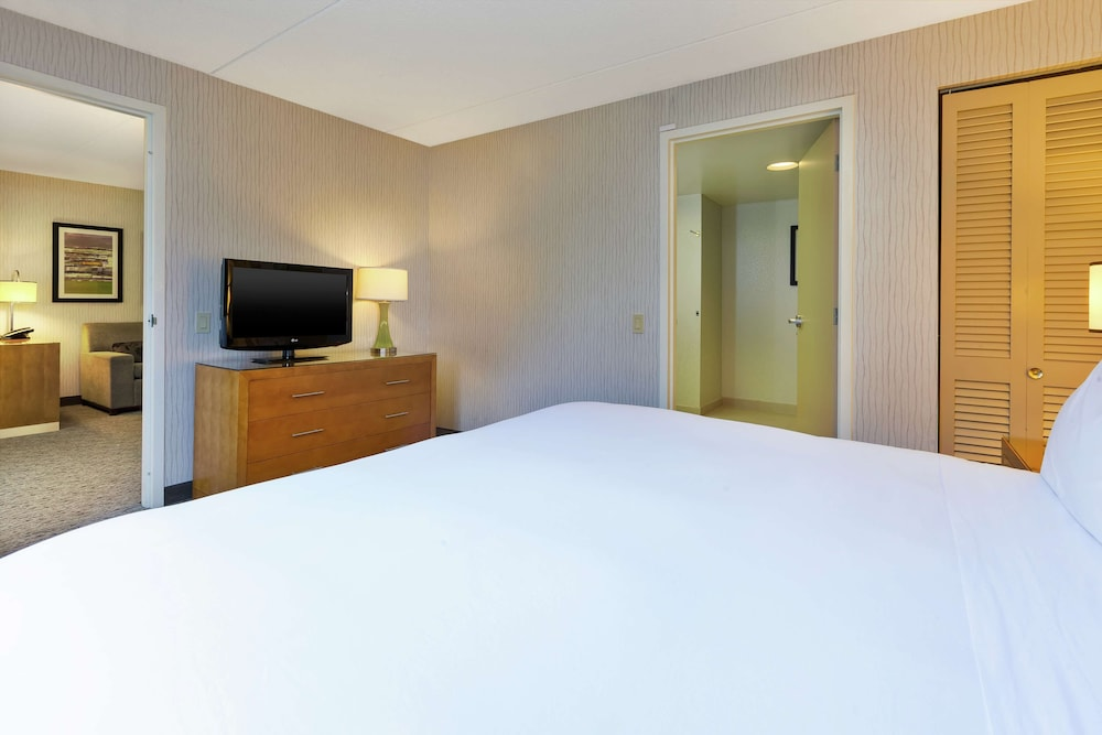 Room, Embassy Suites by Hilton Auburn Hills