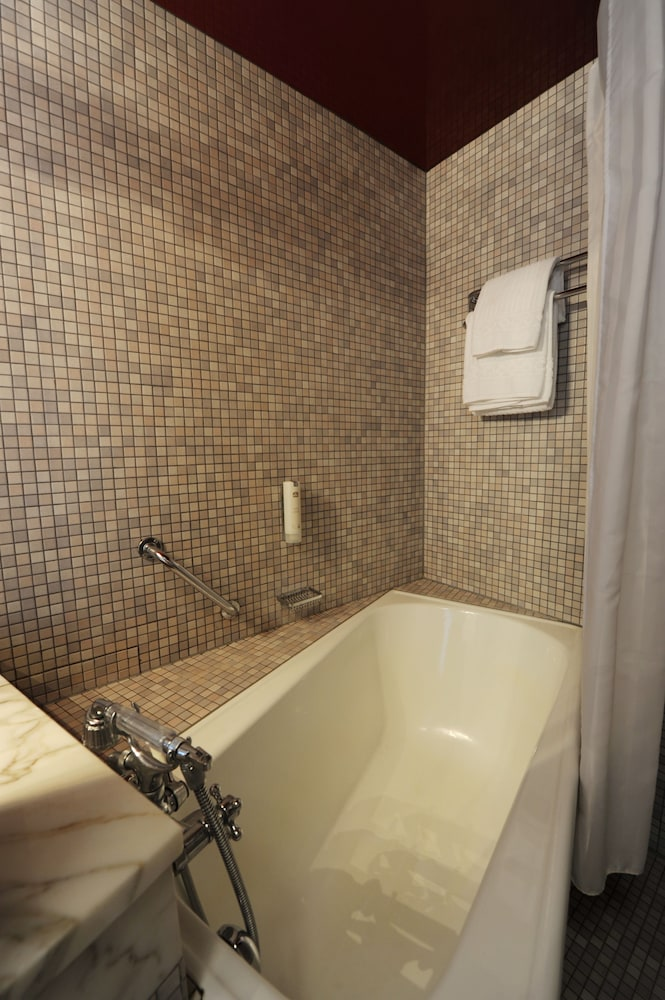 Deep Soaking Bathtub, Best Western Hotel Domicil