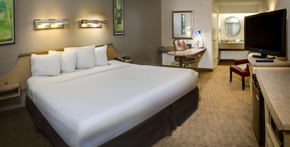 Room, Midpointe Hotel by Rosen Hotels & Resorts