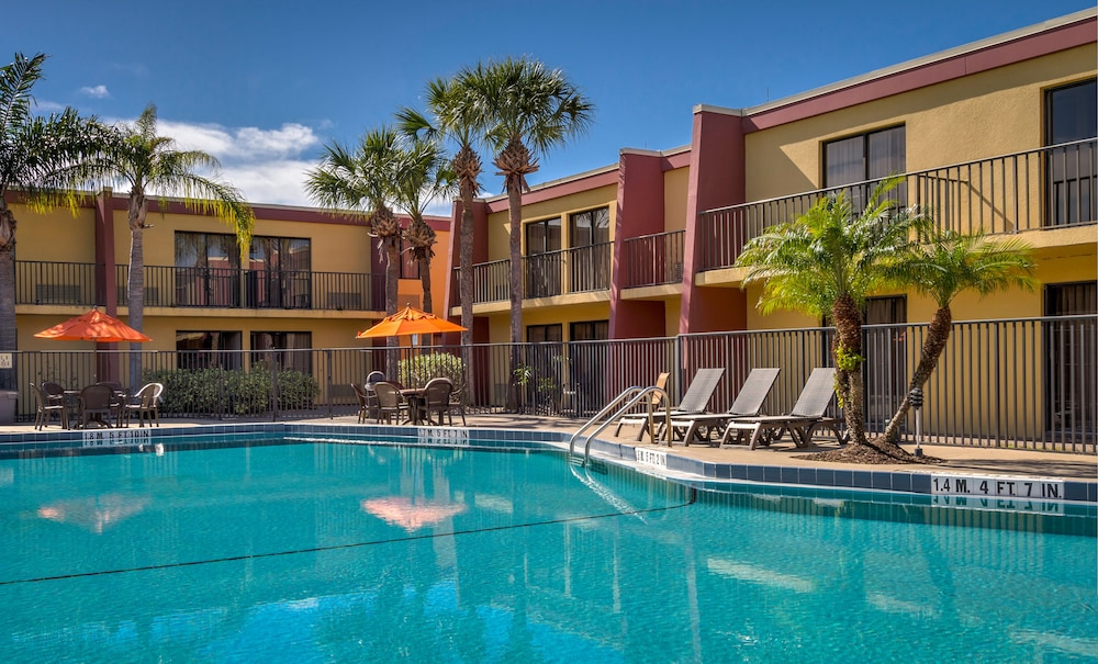 Pool, Midpointe Hotel by Rosen Hotels & Resorts
