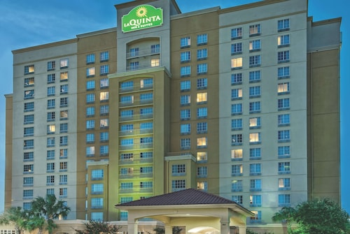 La Quinta Inn & Suites by Wyndham San Antonio Riverwalk