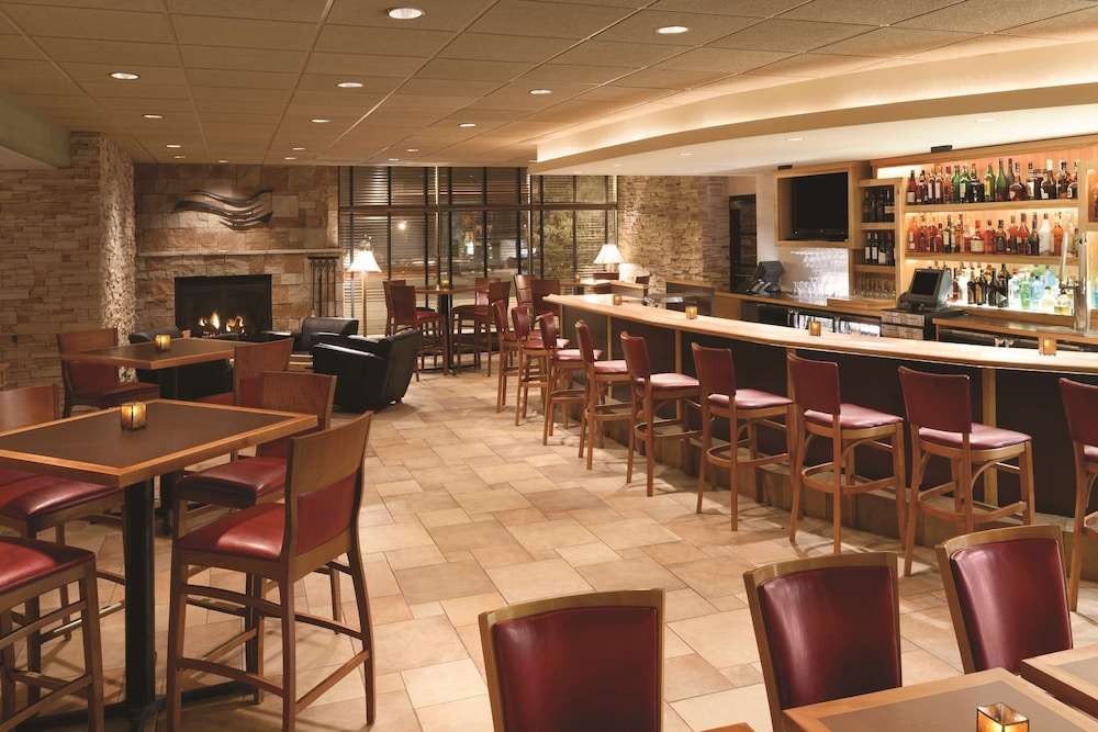 Bar, Radisson Hotel La Crosse