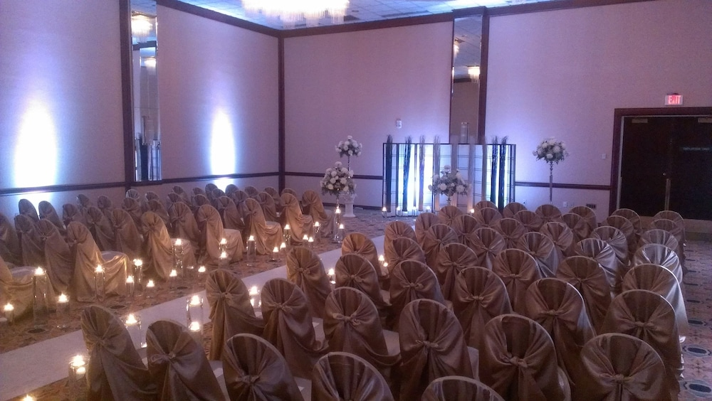 Indoor Wedding, Radisson Hotel La Crosse
