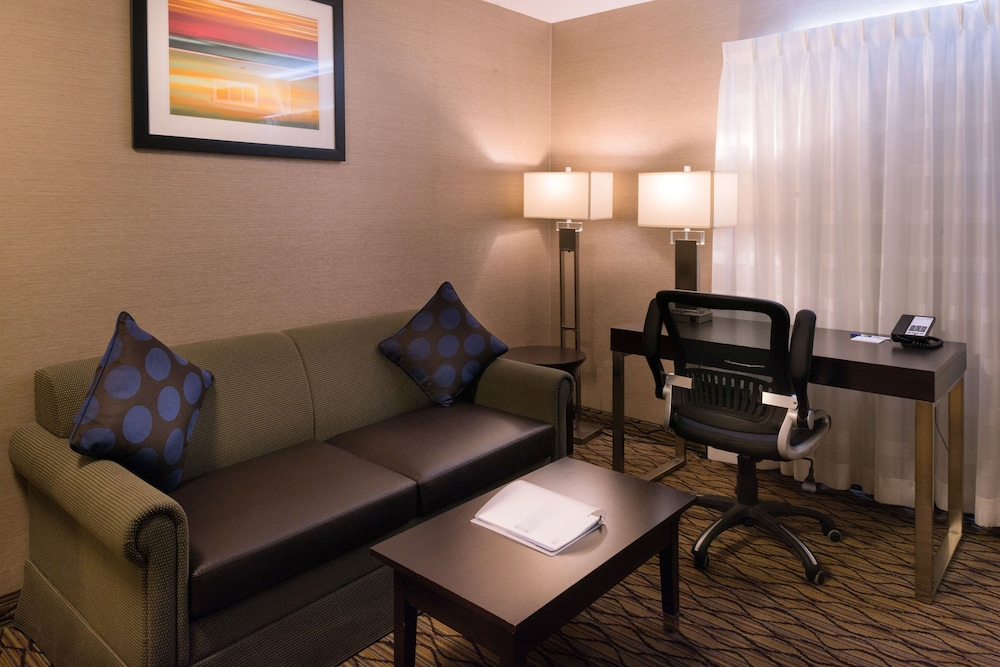 Room Amenity, Holiday Inn Express Hotel and Suites Pasadena-Colorado Blvd, an IHG Hotel