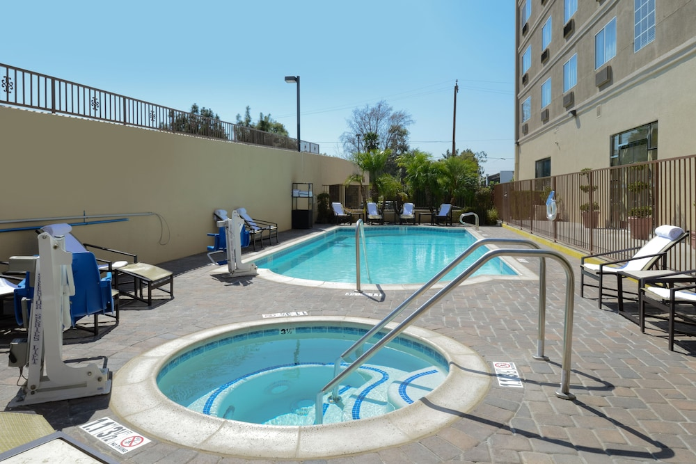 Outdoor Pool, Holiday Inn Express Hotel and Suites Pasadena-Colorado Blvd, an IHG Hotel