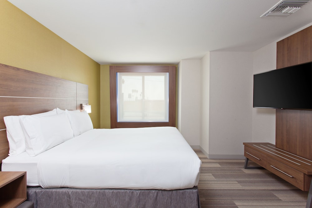 Room, Holiday Inn Express Hotel and Suites Pasadena-Colorado Blvd, an IHG Hotel