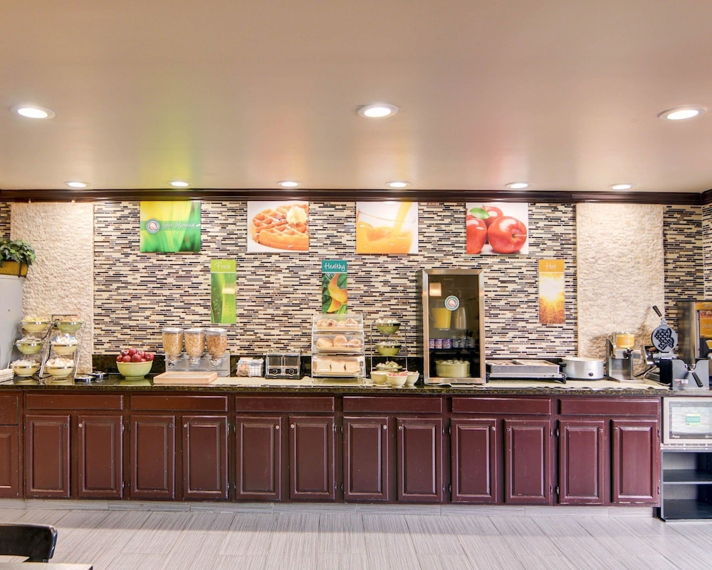 Breakfast Area, Quality Inn DFW Airport North