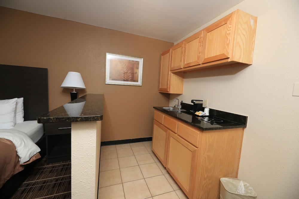 Room, Quality Inn DFW Airport North