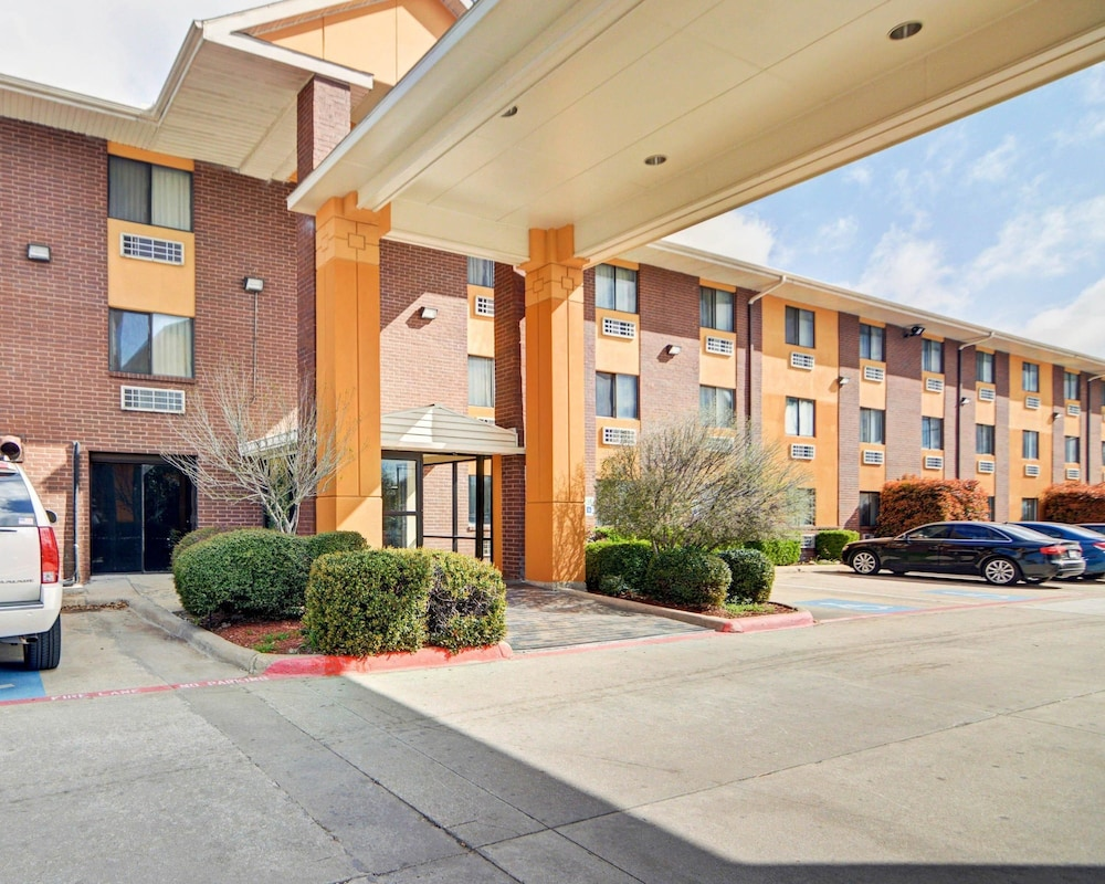 Property Entrance, Quality Inn DFW Airport North