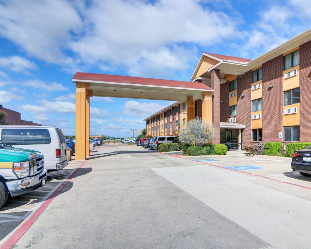 Exterior, Quality Inn DFW Airport North