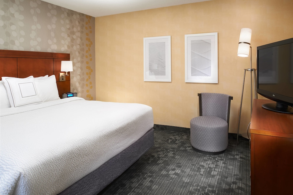 Room, Courtyard by Marriott Detroit Warren