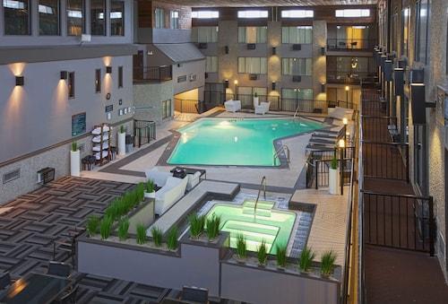 Sandman Hotel Suites Kelowna