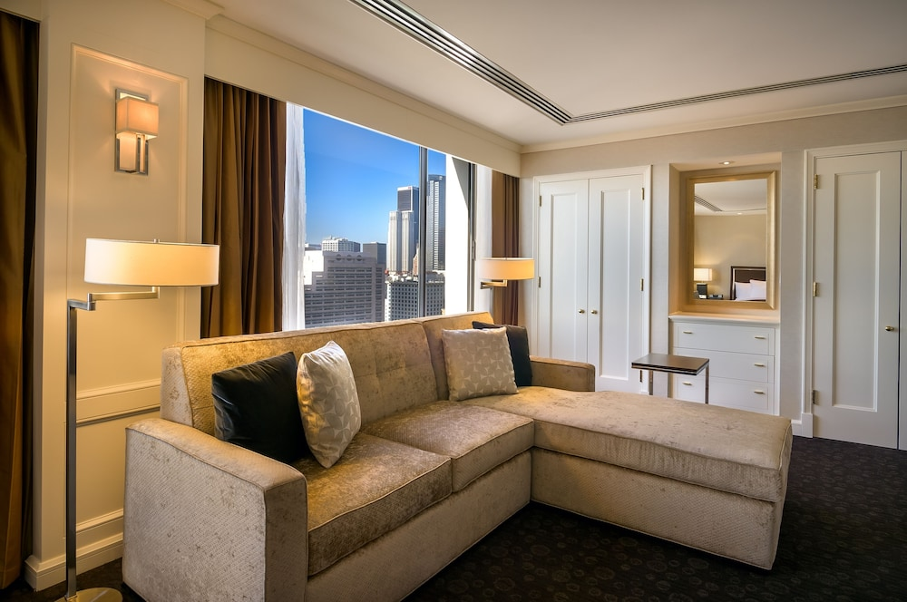 Living Area, DoubleTree by Hilton Hotel Los Angeles Downtown