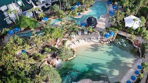 2 buitenzwembaden, zwembadcabana's (toeslag) en parasols bij het zwembad