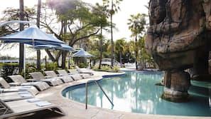 2 piscines extérieures, tentes de plage, parasols de plage