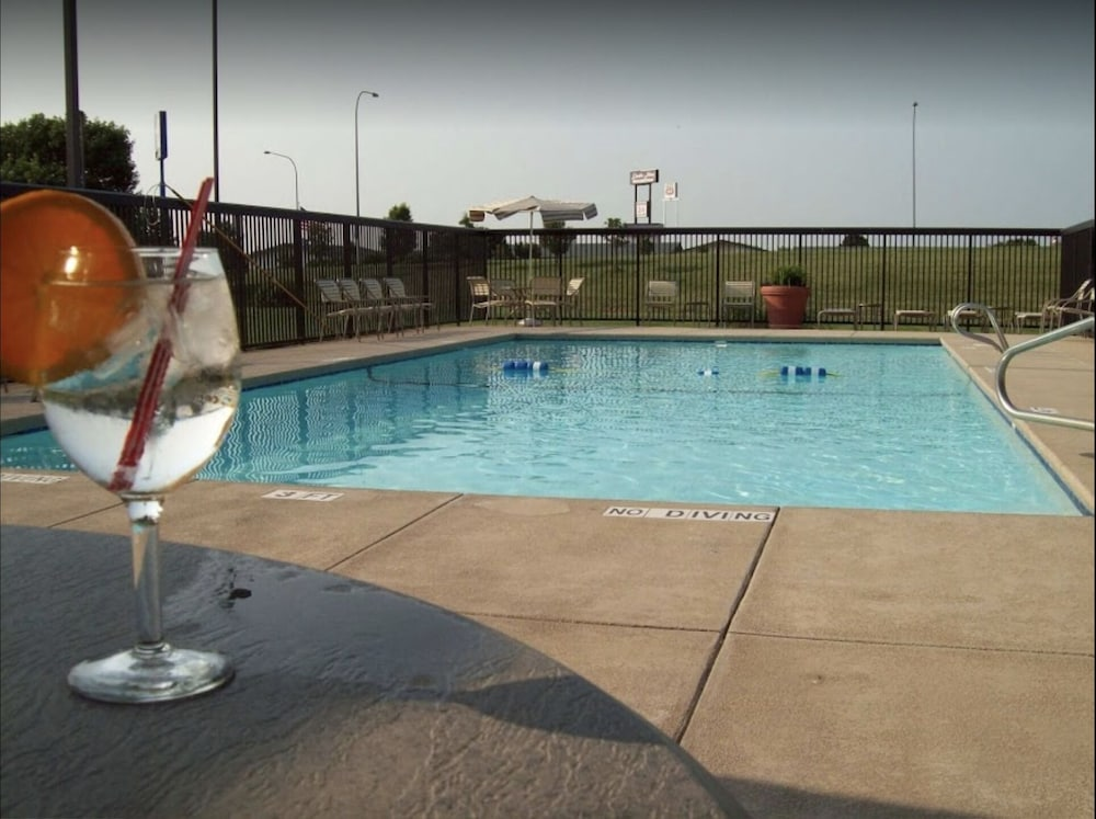 Pool, Country Inn & Suites by Radisson, Lincoln Airport, NE