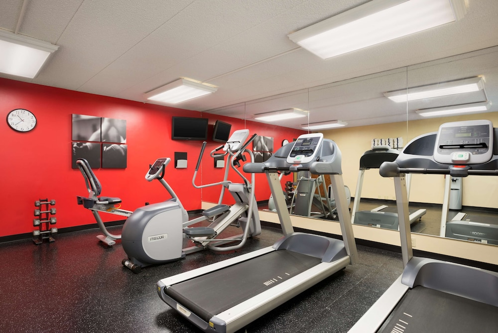 Fitness Facility, Country Inn & Suites by Radisson, Lincoln Airport, NE
