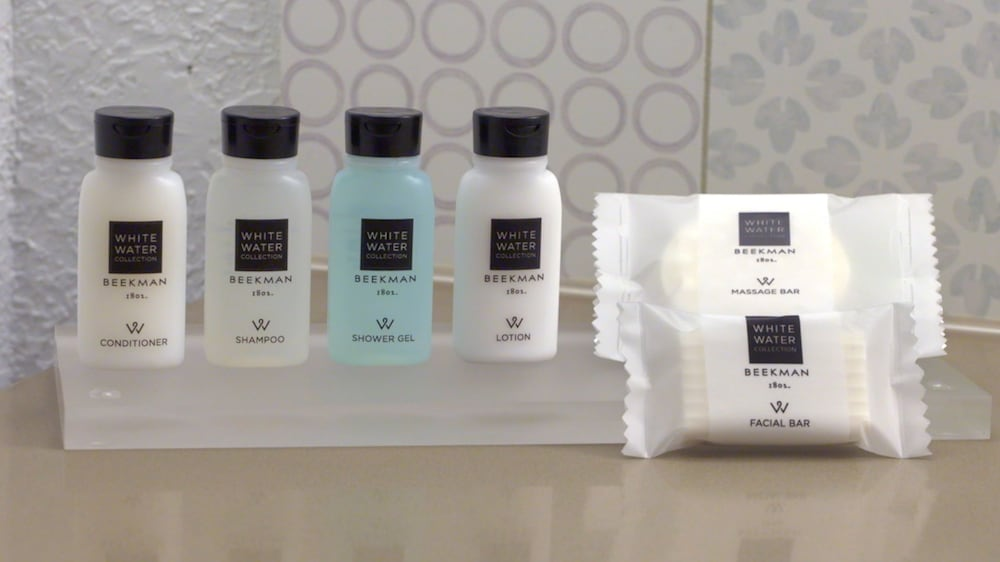 Bathroom Amenities, Country Inn & Suites by Radisson, Lincoln Airport, NE