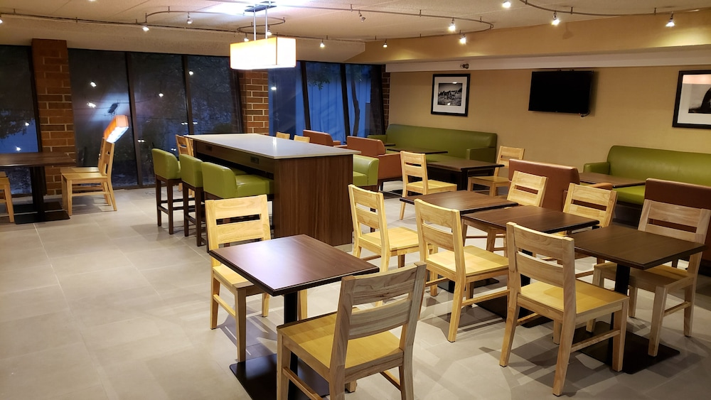 Breakfast Area, Country Inn & Suites by Radisson, Lincoln Airport, NE