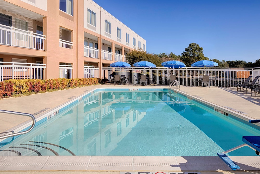 Outdoor Pool, Red Lion Inn & Suites Fayetteville at Cross Creek Mall