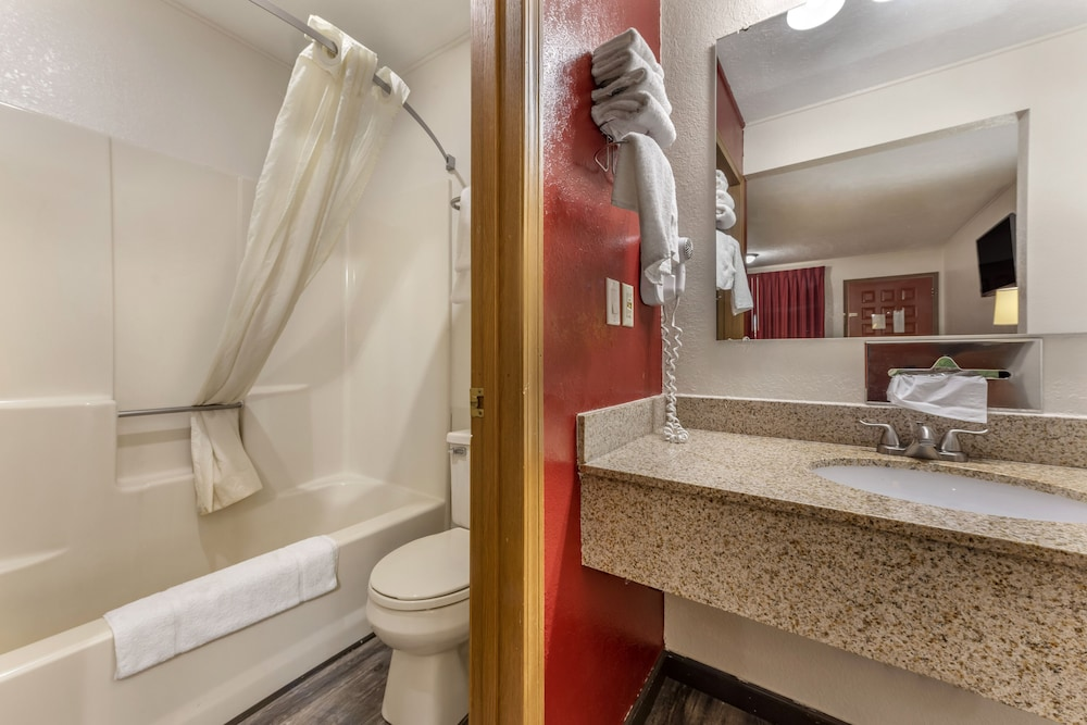 Bathroom, Econo Lodge