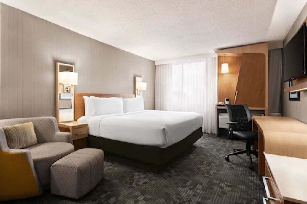 Room, Wyndham Garden at Niagara Falls