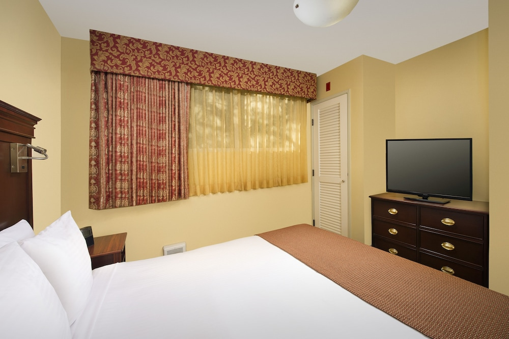 Room, Park Lane Suites and Inn