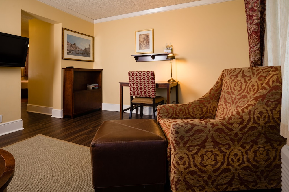 Living Room, Park Lane Suites and Inn