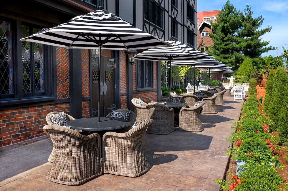 Outdoor Dining, The Cheshire
