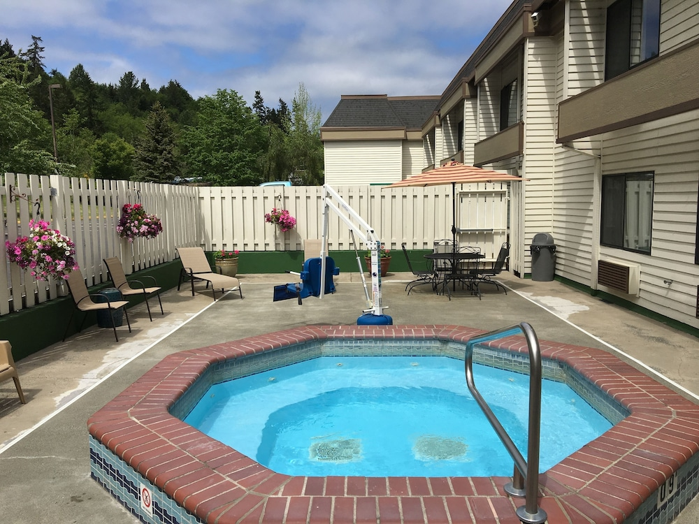 Pool, GuestHouse Poulsbo