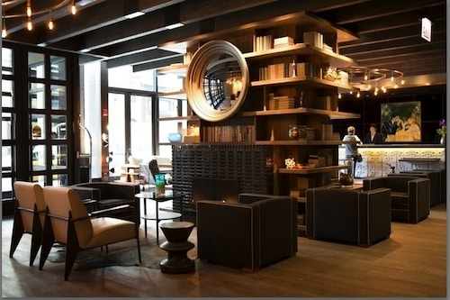 Thompson chicago reviews photos rates for Thompson hotel chicago