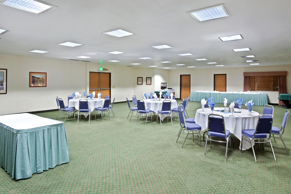 Banquet Hall, Ramada by Wyndham Kent Seattle Area