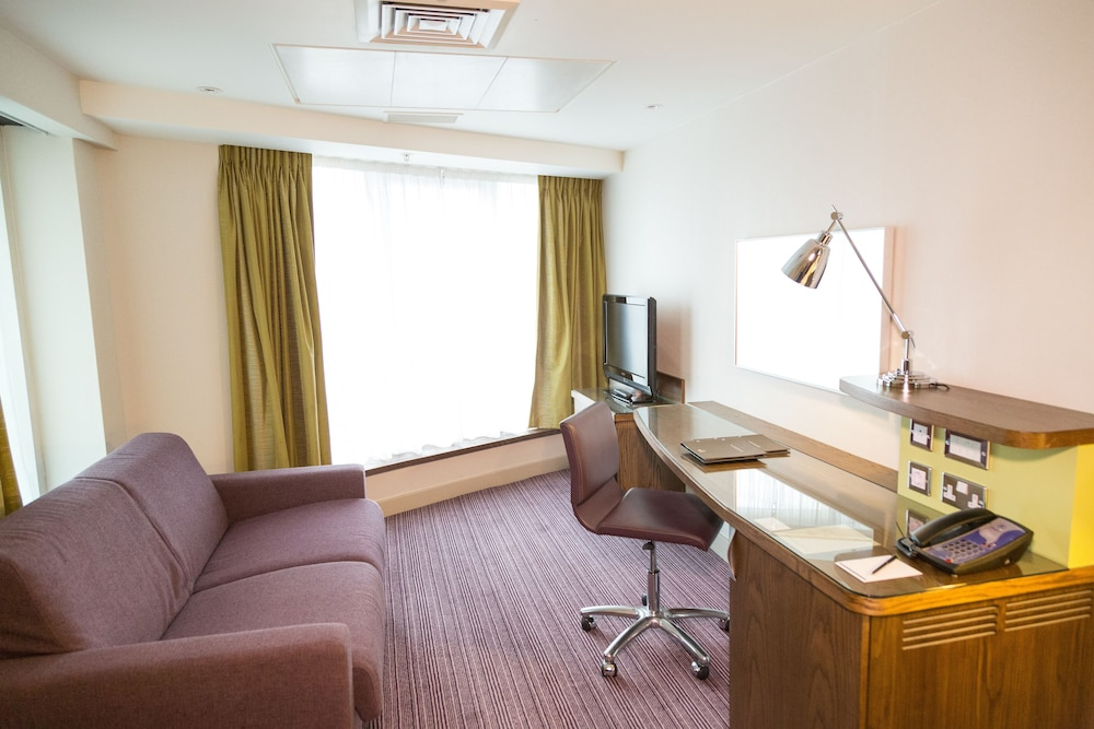 In-Room Business Center, Hilton London Metropole