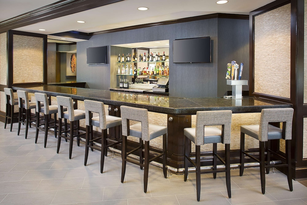 Bar, DoubleTree Hotel Baltimore - BWI Airport