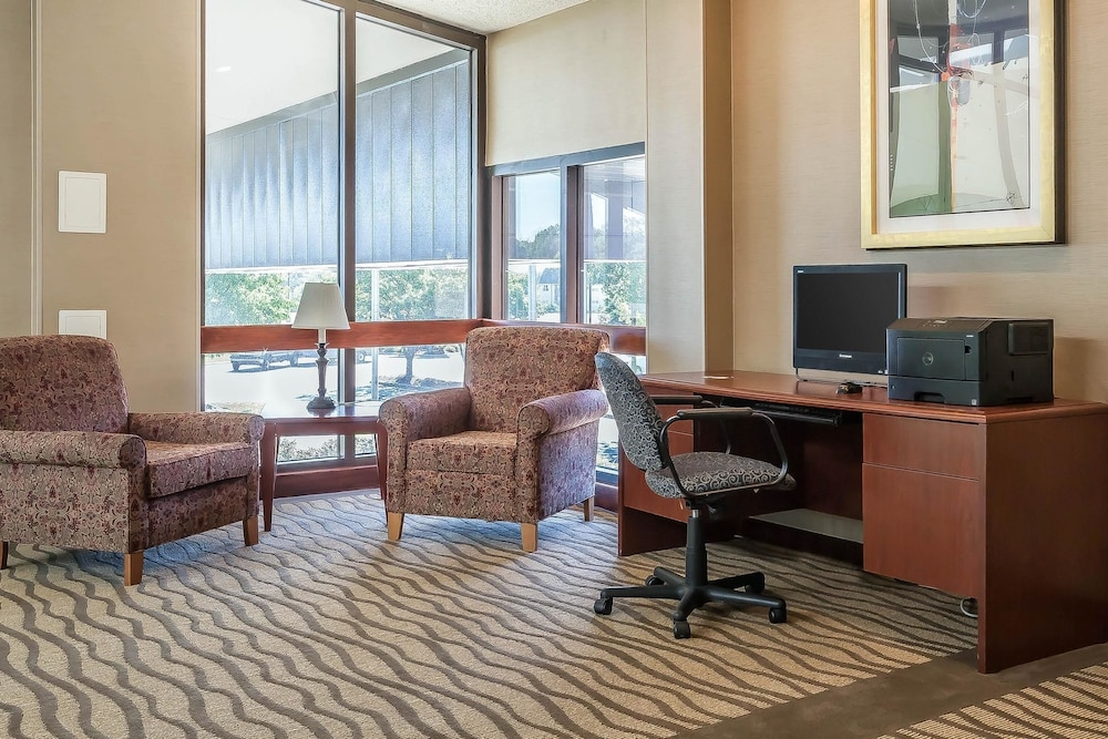 Business Center, Comfort Inn Hall of Fame