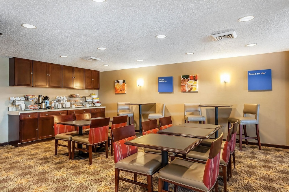 Breakfast Area, Comfort Inn Hall of Fame
