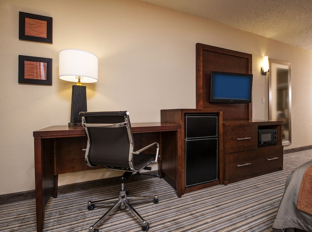 Living Area, Comfort Inn Hall of Fame