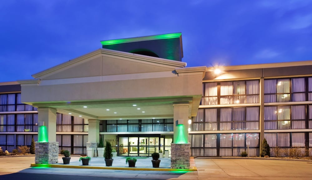 Featured Image, SureStay Plus Hotel by Best Western Kansas City Northeast