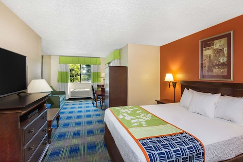 Days Inn by Wyndham Fremont