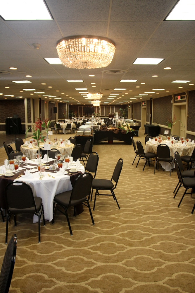Banquet Hall, Radisson Hotel Louisville North