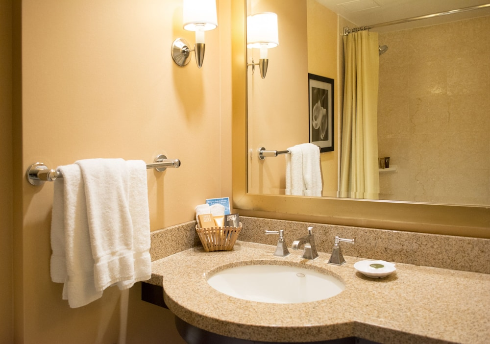 Bathroom, Pacific Palms Resort