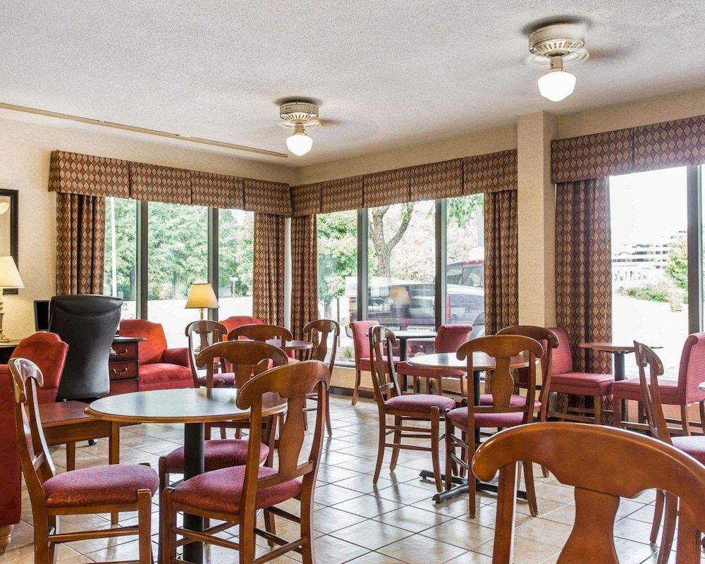 Breakfast Area, Quality Inn University